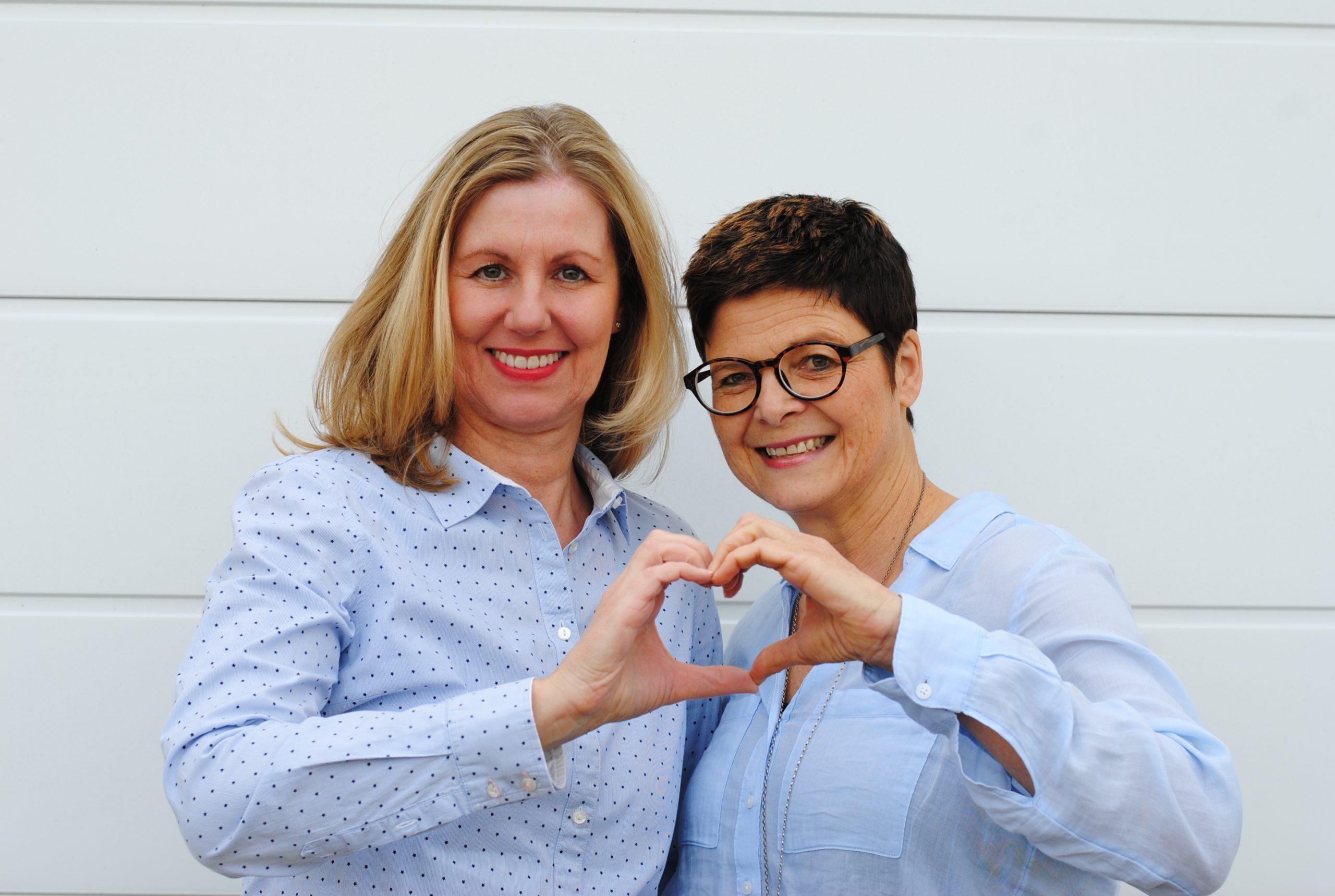 Angele und Ulrike mit Herzmimik